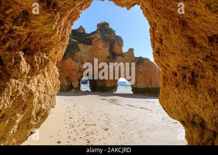 Algarve di sabbia e scogli Foto Stock