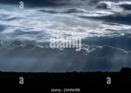 Paesaggio di nuvole monsoniche e loro stati d'animo Foto Stock