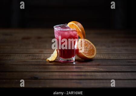 Cocktail rinfrescanti a base di frutta tropicale