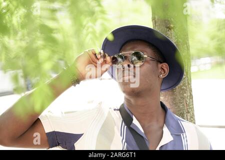 Ritratto dell'uomo che indossa il cappello. Monaco, Germania. Foto Stock