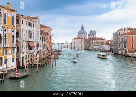 Vista sul Canal Grande a Venezia dal ponte dell'Accademia