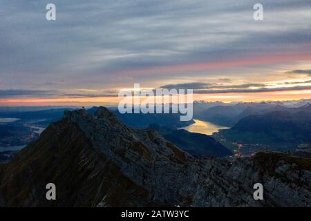 Vista aerea del Monte Pilatus durante il sunrise. Autunno in Svizzera Foto Stock