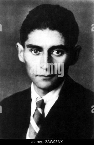 Lo scrittore boemo Franz KAFKA ( 1883 - 1924 ) - SCRITTORE - LETTERATO - LETTERATURA - LETTERATURA - CRAVATTA - cravatta - colletto - colletto - orechie