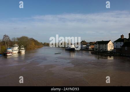 Upton On Severn, Worcestershire, Regno Unito.02.16.2020. Alluvione acque e detriti sul fiume Severn da Storm Dennis. Foto Stock