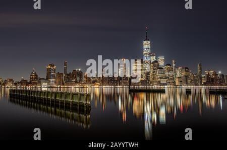 New York skyline della città di notte