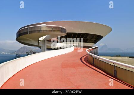 Museo di Arte Moderna, costruito da Oscar Niemeyer, Niteroi, Brasile,