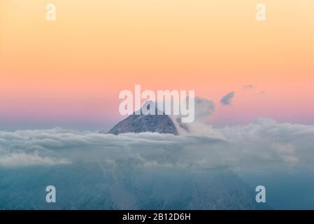 Vista dal Rifugio Lagazuoi (2752 m) al Monte Antelao, Dolomiti, Cortina d'Ampezzo, Italia