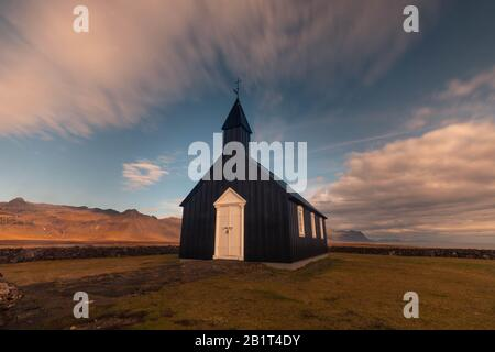 Chiesa di Búðakirkja nella città di Búdir nella penisola di Snæfellsnes, Islanda occidentale. Foto Stock