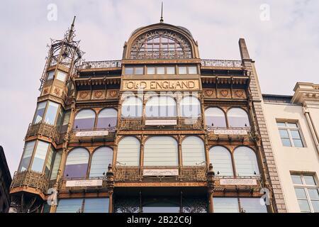 Bruxelles, Belgio - 02 aprile 2019: Il Museo degli strumenti musicali, situato nell'ex grande magazzino dell'Inghilterra Vecchia sulla strada Coudenberg. Foto Stock