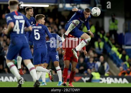 Stamford Bridge, Londra, Regno Unito. 3rd Mar, 2020. English fa Cup Football, Chelsea Versus Liverpool; Ross Barkley di Chelsea dirige il pallone Clear Credit: Action Plus Sports/Alamy Live News Foto Stock
