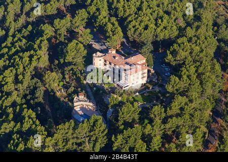 Francia, Var, villaggio Arroccato di Toutour, la Bastide di Tourtour (vista aerea) Foto Stock