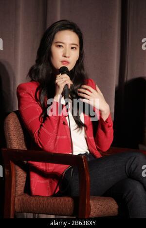 """Liu Yifei 03/07/2020 """"Mulan"""" Special Screening tenuto presso il Directors Guild of America Theatre di Los Angeles, CA Photo di Izumi Hasegawa / HollywoodNewsWire.net"""