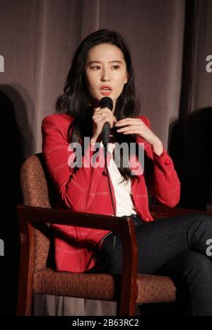 """Liu Yifei 03/07/2020 """"Mulan"""" Special Screening tenuto presso il Directors Guild of America Theatre di Los Angeles, CA. Foto di I. Hasegawa / HNW / PictureLux"""