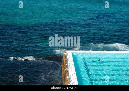 21.09.2018, Sydney, nuovo Galles del Sud, Australia - UN nuotatore è nuotare nella piscina del Bondi icebergs Swimming Club. [traduzione automatica]