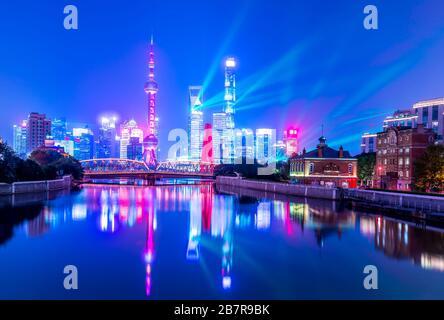 Shanghai Lujiazui skylines di notte, Cina