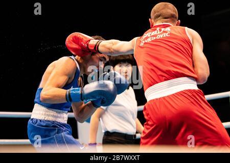 Londra, Regno Unito. 14-03-20. Nemanja Gavrilovic (SRB) RED & Albert Batyrgaziev (RUS) durante il Road to Tokyo European Olympic Boxing Qualification Event