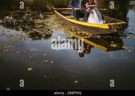 Una bella coppia il giorno del loro matrimonio. Sposa e sposo Foto Stock