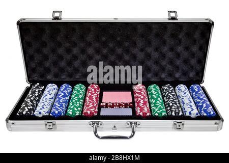 custodia con chip da poker isolata su sfondo bianco