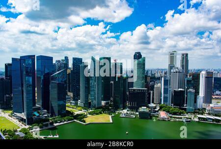 Singapore - Gennaio 7 2019: L'impressionante skyline di Singapore Foto Stock