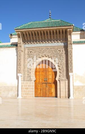 Porta fuori dal Mausoleo di Moulay Ismail, Meknes, Marocco Foto Stock