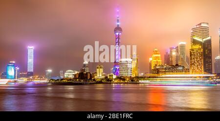 Bund e Shanghai skyline, Cina.