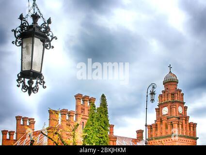 Torre dell'Orologio dell'Università Nazionale di Yuriy Fedkovych Chernivtsi a Chernivtsi, Ucraina Foto Stock