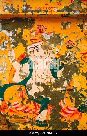 Immagine di dio indù indiano di Ganesha dipinta sulla parete