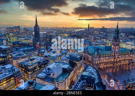 Vista panoramica di Amburgo al tramonto