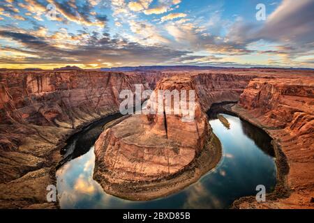 Horseshoe Bend è una parte molto panoramica del fiume Colorado, situata vicino alla città di Page, Arizona.