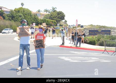 Manifestanti 06/06/2020 manifestanti di fronte al Trump National Golf Club a Rancho Palos Verdes, CA Foto di Izumi Hasegawa/HollywoodNewsWire.net Foto via Credit: Newscom/Alamy Live News