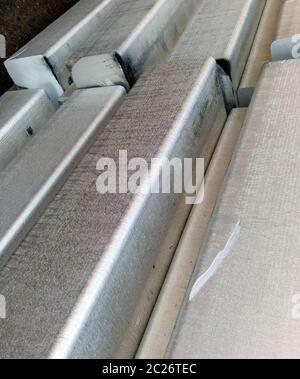 Lingotti di Alluminio. Trasporto di alluminio per l'esportazione. Foto Stock