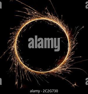 bellissima scintilla in un cerchio su sfondo nero