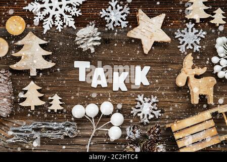 La Parola Natale Significa.Le Lettere In Bianco Edificio La Parola Takk Significa Grazie Legno Decorazione Di Natale Come Albero Slitta E Stella Marrone Di Sfondo Di Legno Foto Stock Alamy