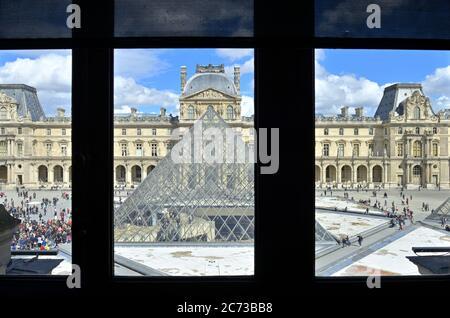 L'Ala Richelieu del famoso museo del Louvre, Parigi FR Foto Stock