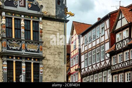 Case a graticcio e parte della facciata del municipio di Hann. Muenden, Germania