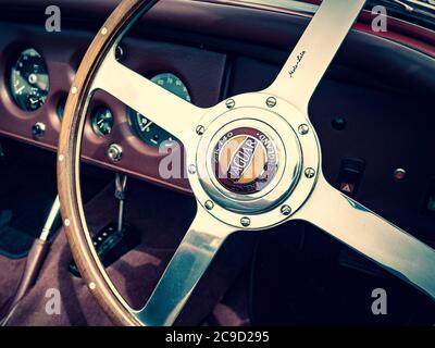 Primo piano Jaguar XK140 del volante e del cruscotto Foto Stock