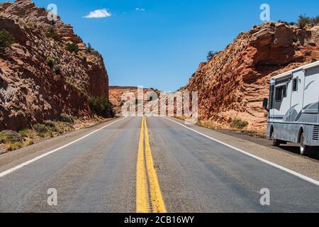 Vuota strada panoramica in Arizona, Stati Uniti. Concetto di viaggio americano. Foto Stock