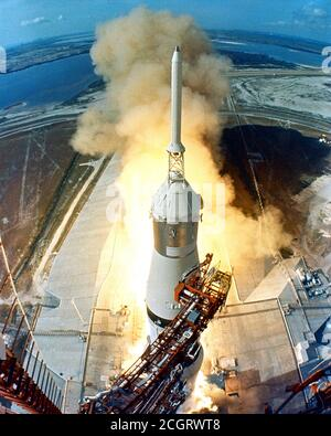 Lancio di Apollo 11 16 luglio 1969. Liftoff del veicolo spaziale Apollo 11 Saturn V e astronauti Neil A. Armstrong, Michael Collins ed Edwin E. Aldrin, Jr. Dal Kennedy Space Center Launch Complex 39A. Foto Stock