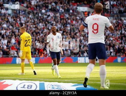 Calcio Calcio - Euro 2020 Qualifier - Gruppo A - Inghilterra contro Bulgaria - Wembley Stadium, Londra, Gran Bretagna - 7 settembre 2019 il Raheem Sterling dell'Inghilterra celebra il suo terzo gol REUTERS/David Klein