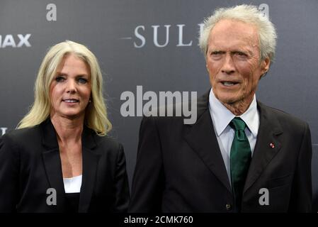 Director Clint Eastwood and girlfriend Christina Sandera attend the New York premiere of the film 'Sully' in Manhattan, New York, U.S., September 6, 2016. REUTERS/Darren Ornitz Foto Stock