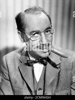 Groucho Marx. Ritratto di Julius Henry 'Groucho' Marx (1890-1977), foto pubblicitaria, c.1947 Foto Stock