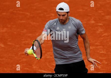 Tennis - French Open - Roland Garros, Parigi, Francia - 28 maggio 2018 Simone Bolelli in azione durante il suo primo round match contro il spagnolo Rafael Nadal REUTERS/Gonzalo Fuentes