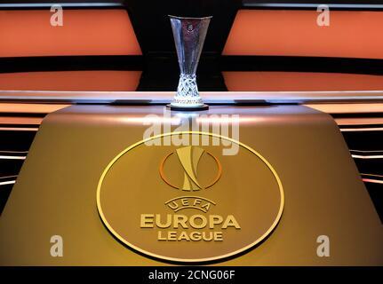 Calcio Calcio - Tabellone europeo - Monaco - 25 agosto 2017 Vista generale del trofeo Europa League REUTERS/Eric Gaillard Foto Stock