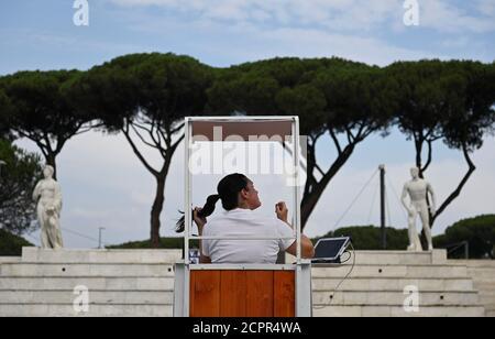 Tennis - ATP Masters 1000 - Open Italiano - Foro Italico, Roma, Italia - 19 Settembre 2020 un umpire è una piscina con foto via REUTERS/Riccardo Antimiani