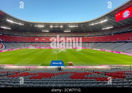 La Super Cup DFL tra FC Bayern Monaco e Borussia Dortmund si svolge senza spettatore. Panoramica, stadio vuoto, interni, panoramica dello stadio senza spettatori, emblema del club, emblema del club, Allianz Arena. Archivio foto: Soccer 1st Bundesliga Season 2020/2021, 1 matchday, matchday01, FC Bayern Monaco (M) - FCSchalke 04 (GE) 8-0, il 18 settembre 2020 a Monaco ALLIANZARENA, LE NORMATIVE DFL VIETANO L'USO DELLE FOTOGRAFIE SOLO COME SEQUENZE DI IMMAGINI E/O QUASI-VIDEO.EDITORIALE. | utilizzo in tutto il mondo