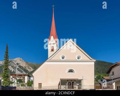 La chiesa parrocchiale Pfarrei zum hl. Valentin, San Valentino alla Muta, Alto Adige, Italia Foto Stock