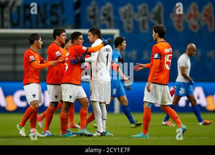 I giocatori di Monterrey del Messico festeggiano dopo aver sconfitto Ulsan Hyundai della Corea del Sud alla loro partita di calcio della Coppa del mondo di Club a Toyota, Giappone centrale, il 9 dicembre 2012. REUTERS/Toru Hanai (GIAPPONE - Tags: SPORT SOCCER)