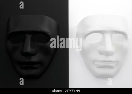 Due maschere in contrasto tra loro due maschere in contrasto con l'uno con l'altro Foto Stock
