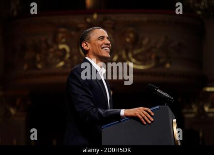 U.S. President Barack Obama speaks at the Theatro Municipal do Rio de Janeiro March 20, 2011.   REUTERS/Jason Reed   (BRAZIL - Tags: POLITICS)