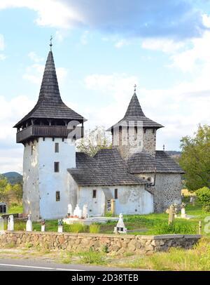 Vecchia chiesa ortodx e cimitero Gurasada Romania